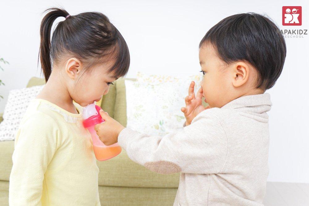 Trẻ bắt chước nhanh hơn khi được dạy học
