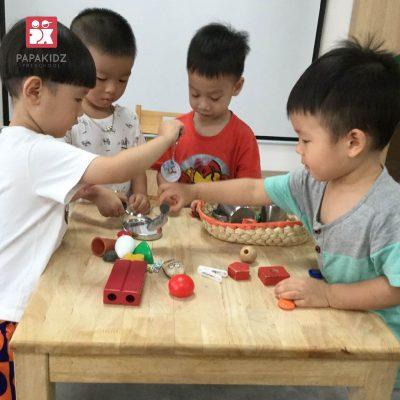 Đồ chơi xếp hình khối trong giáo dục mầm non EYFS